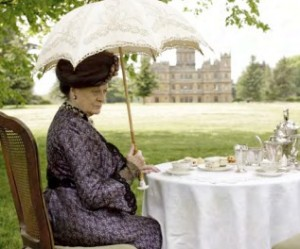 How old is the dowager in this pic? She doesn't look aged at all because....she has great posture.